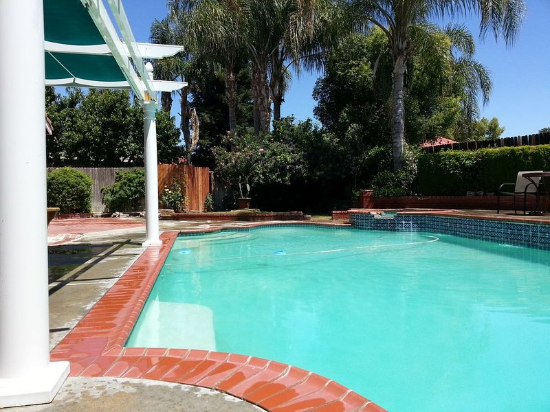 Private Entrance, attached STUDIO with Private Bathroom- Free Breakfast, alquiler vacacional en Bakersfield