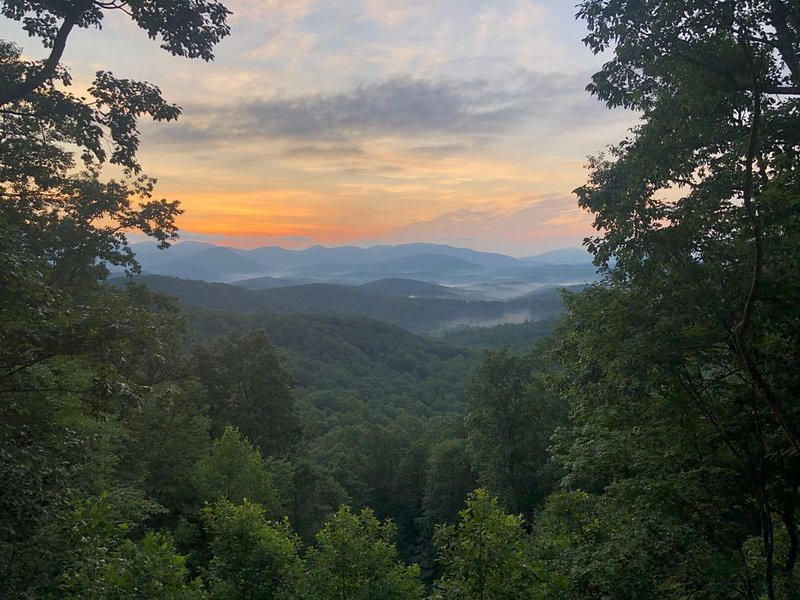 Spectacular all-season long range views from chalet-style home with 2 Car Garage, holiday rental in Dahlonega