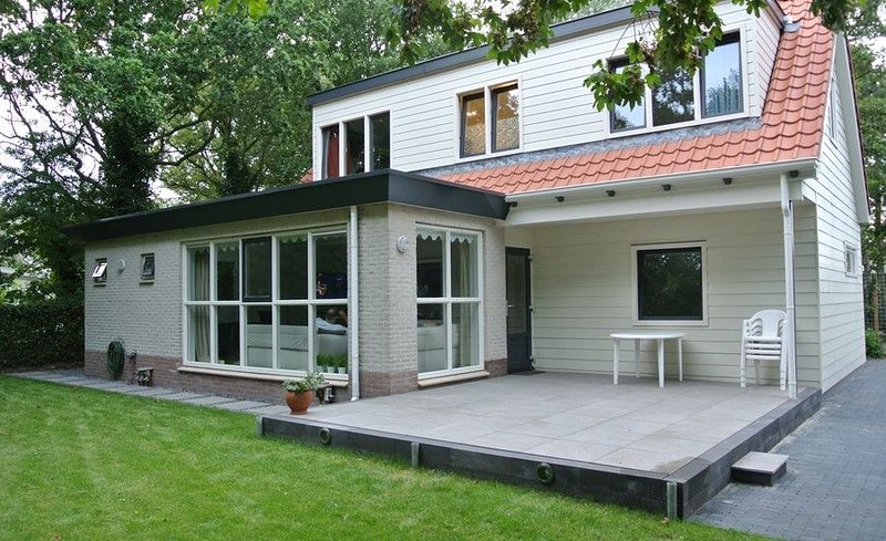 Duinweg 12 Komfortabele luxuriöse Ferienvilla in Strandnähe, vacation rental in Renesse
