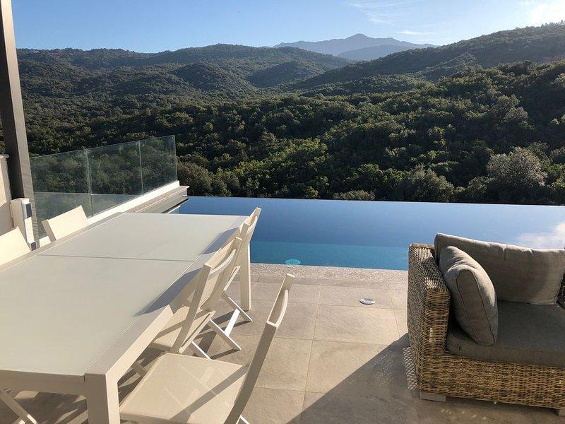 Porticcio Villa  4* - 250m2, piscine privée chauffée, billard....plage à 2,5km., holiday rental in Porticcio
