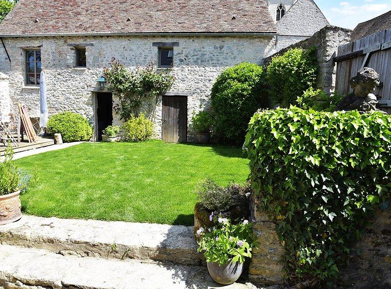 La grange de Chérence, rénovée et décorée avec goût, vacation rental in Magny-en-Vexin