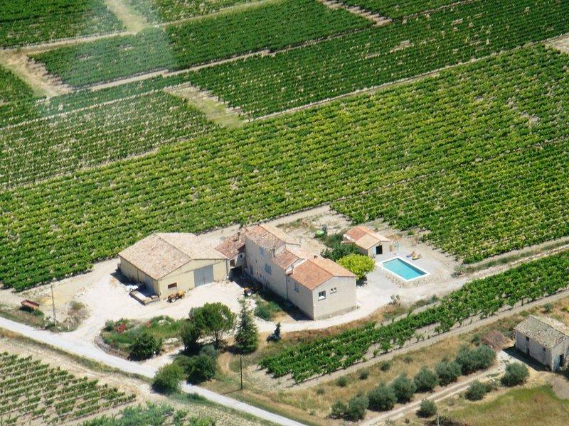 Le Mas des Vignes d'Idaline, PISCINE, BILLARD, VUE IMPRENABLE, GRAND TERRAIN, holiday rental in Mazan