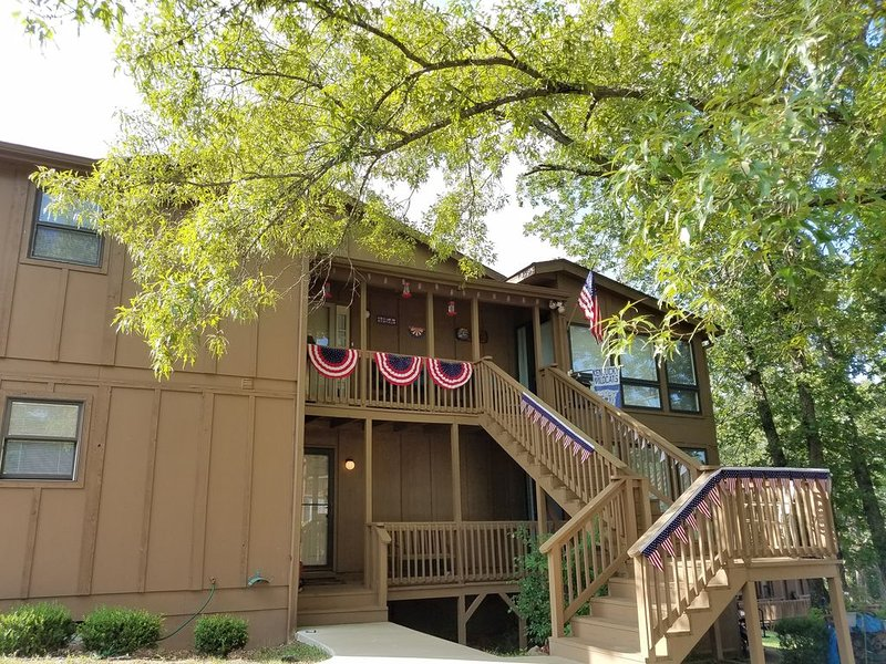 WoodsonBend Extremely Large, Luxury Condo With 1 Bedroom & 1 Full Bath, Sleeps 6, holiday rental in Somerset
