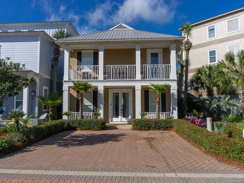 Were right on the pool deck! 1 blck to beach,walk to Alys & Rosemary, vacation rental in Rosemary Beach