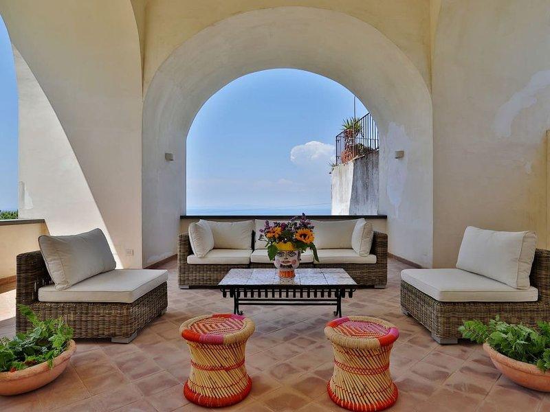 La Loggia, una splendida casa caprese a due passi dalla famosa piazzetta, holiday rental in Marina Grande
