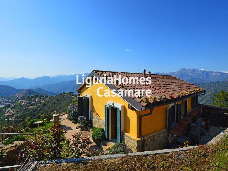 Eagle's Nest, Idyllischen Landhaus in Ligurien am Meer mit Alpenblick, holiday rental in Castel Vittorio