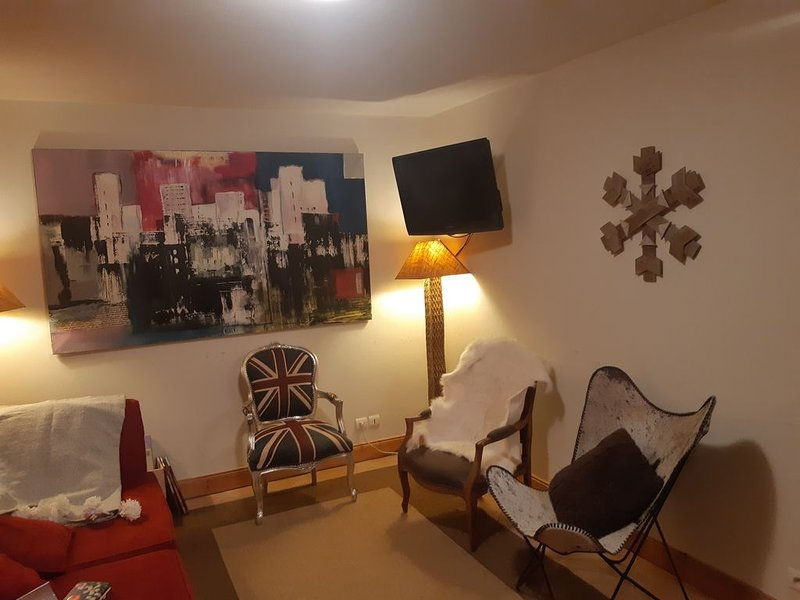 Joli appartement lumineux avec petit balcon vue montagne, holiday rental in Magland