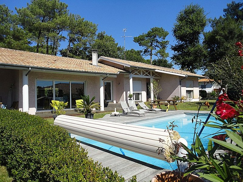 Grande villa avec piscine. Golf d'Hossegor., holiday rental in Angresse