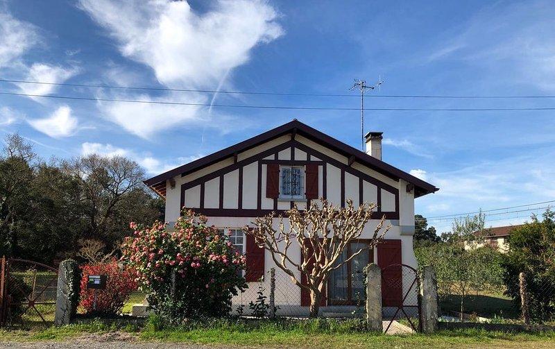 Maison Hurou Labenne, sur 1200 m2 4 chambres. 10 mn de la plage. Très agréable., location de vacances à Labenne