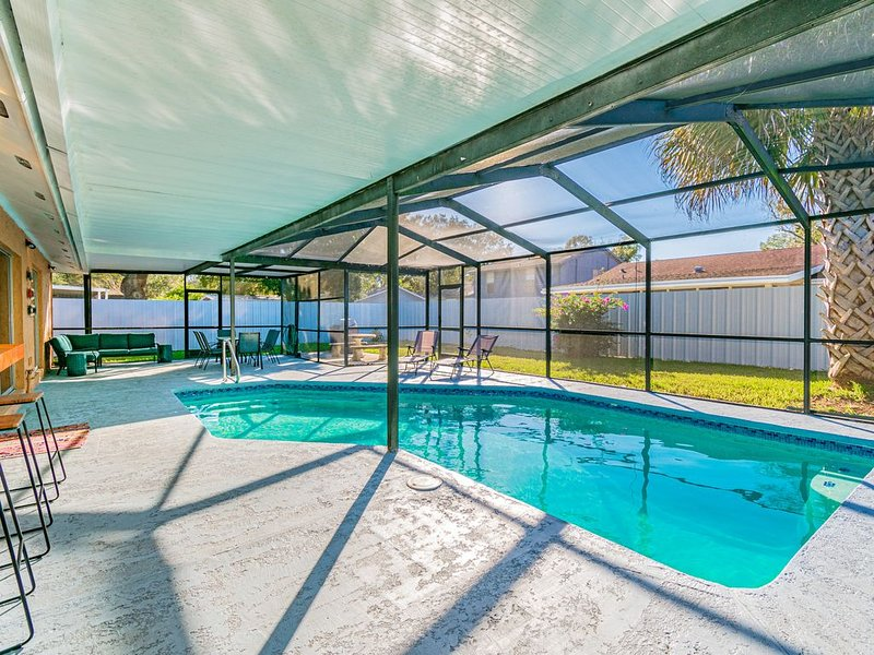 Charming home with amazing heated pool!  Close to Airport, Beaches & Attractions, vacation rental in Tampa