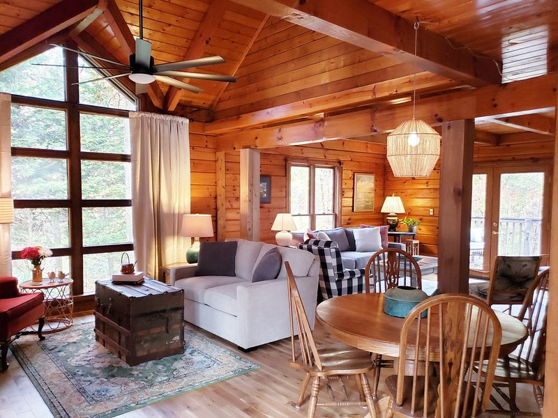 Cozy Cabin, Lake Lanier, Quiet Cove, North Ga, boat/RV parking, holiday rental in Dawsonville