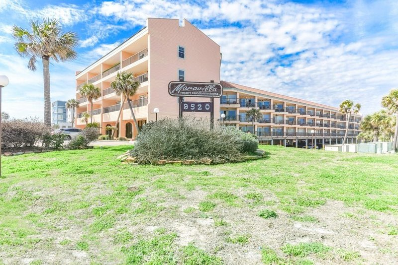 NEW LISTING!!! REMODELED CONDO ON THE SEAWALL., holiday rental in Bayou Vista