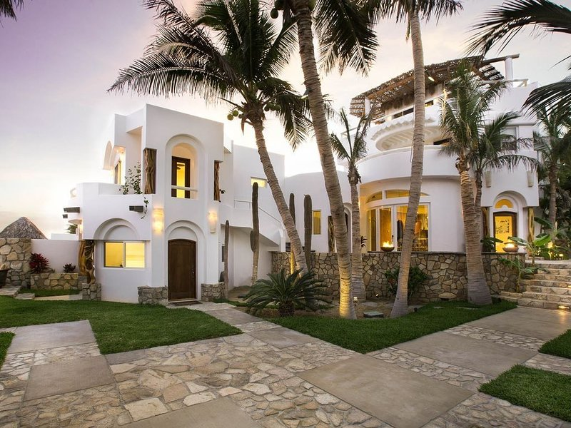 Beachfront Private Villas- Pool overlooking the Sea of Cortez with Amazing Views, holiday rental in San Jose del Cabo
