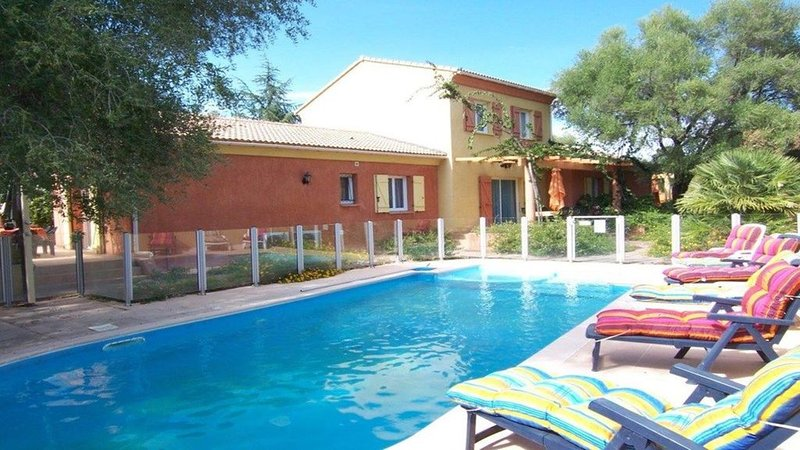 MINI VILLA 80 m² avec piscine - 3 chambres - climatisé - terrasse - plage à 5 mn, location de vacances à Ventiseri