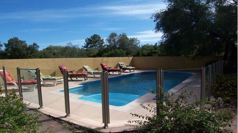 MINI VILLA 60m² avec piscine - 2 chambres - climatisée - terrasse - plage à 5 mn, alquiler de vacaciones en Solaro