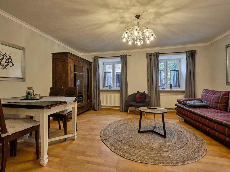 Ledererturm-Apartment (85 m2) mit gemütlicher Innenhofterrasse, holiday rental in Kelheim