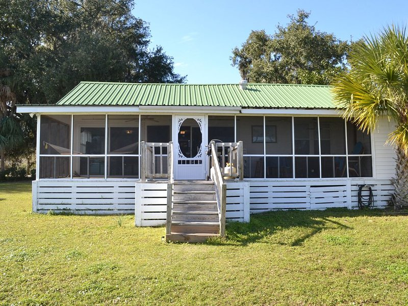 Direct Waterfront w/ Private Dock!  Fisherman's Cottage at Sunbury-Near Savannah, vacation rental in Midway