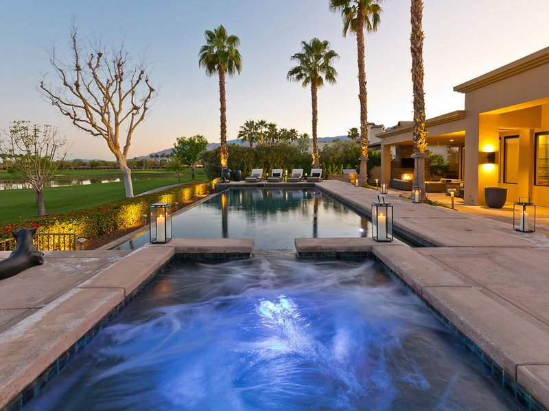Brand New to VRBO Contemporary Troon Estate at PGA West in La Quinta, casa vacanza a Mecca