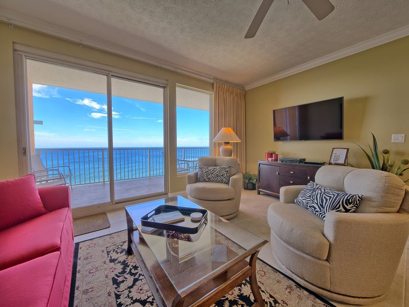 BEAUTIFUL BEACH FRONT CONDO! FREE BEACH SVC/WI-FI INCL!, location de vacances à Panama City