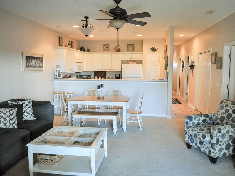Pool, hot tub, oceanview, spacious, elevator, + extras.   Perfect for families., holiday rental in Oak Island
