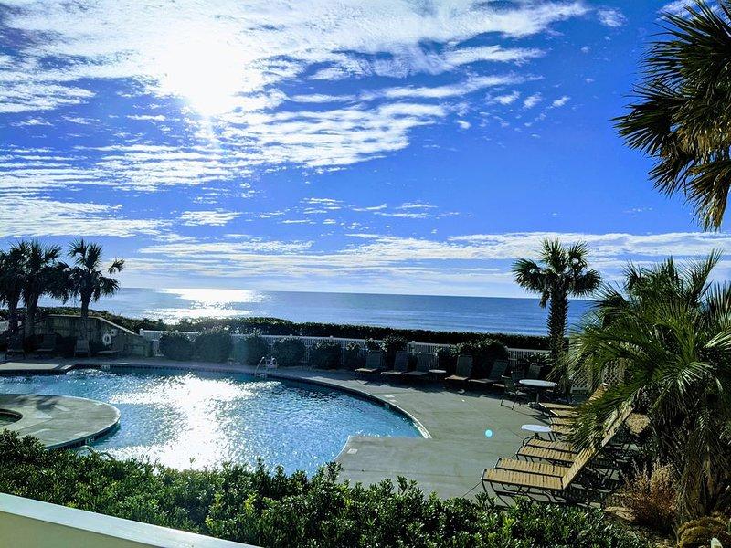 Ocean Front * Ocean Club Resort- Heated Pool, Jacuzzi, Elevator, Day Dock, vacation rental in Salter Path