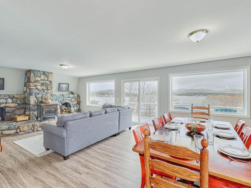 Waterfront cottage & suite w/ large deck & amazing harbor views!, vacation rental in Seal Harbor