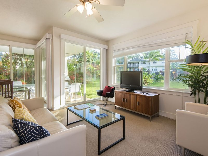 Gorgeous Modern Private Condo Family Friendly, Great for Couples, optional AC, vacation rental in Princeville