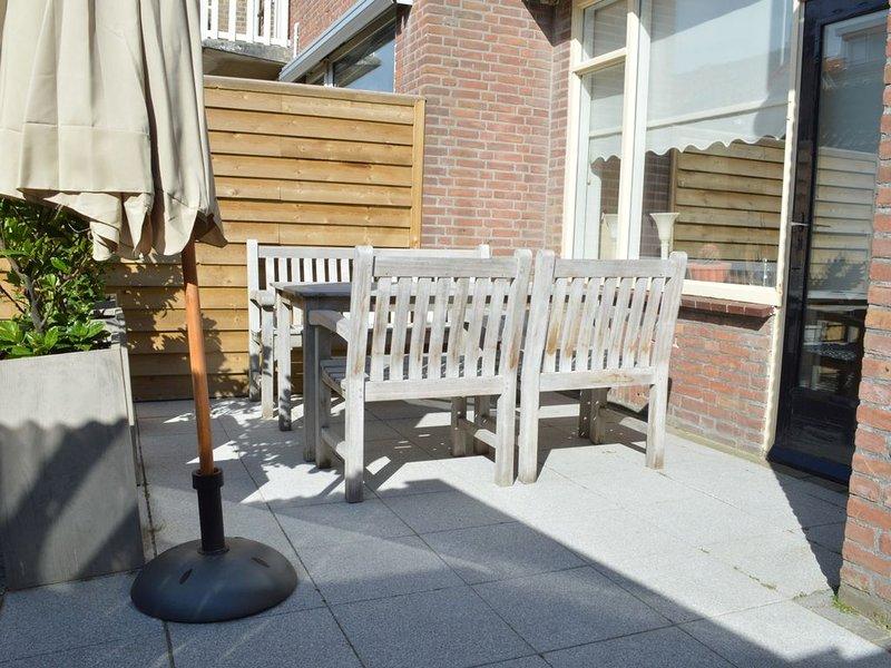 Woning voor maximaal 7 personen op steenworp afstand van strand, holiday rental in Katwijk