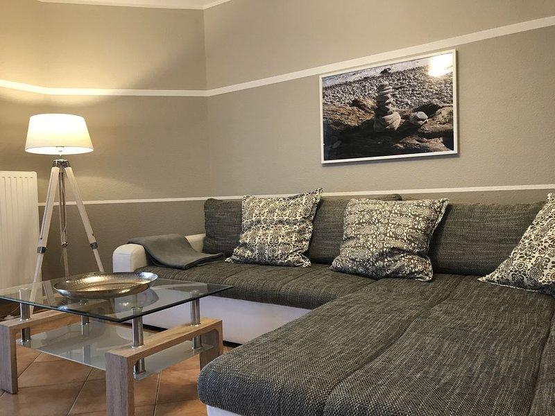 Moderne FEWO ca. 65 m² mit Fußbodenheizung, Terrasse und Grill, WLAN, casa vacanza a Neuensien