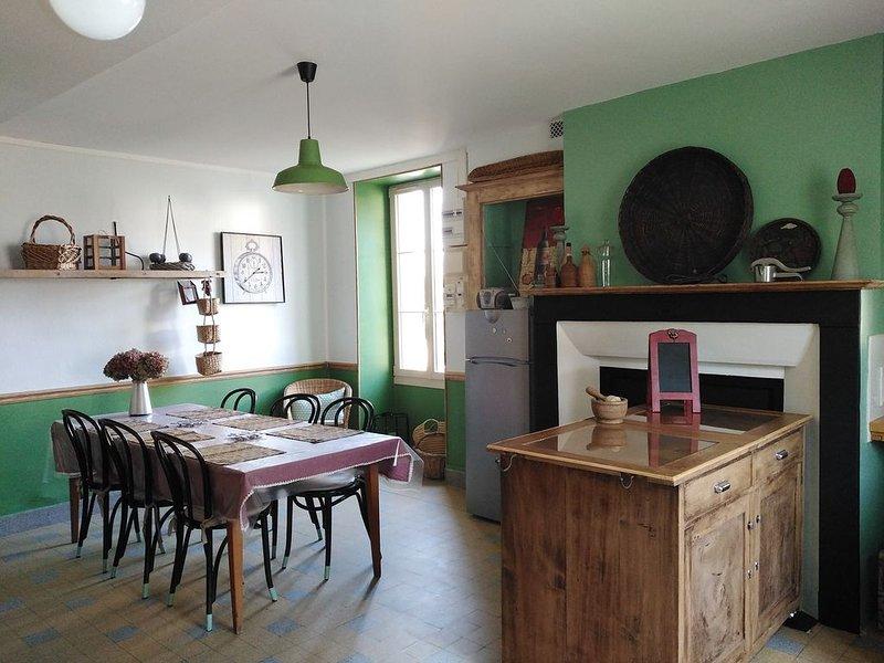 Grande maison bourguignonne ,classée 3 etoiles, proche Auxerre., holiday rental in Villiers-sur-Tholon