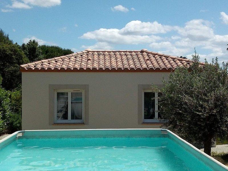 Jolie maison neuve pour 2 personnes avec piscine à 5 min de Carcassonne, holiday rental in Lastours