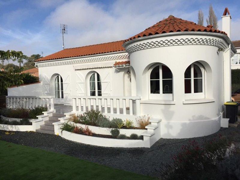 Villa de caractère à 30 mètres de la plage, vakantiewoning in Saint-Palais-sur-Mer