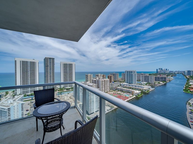 Million Dollar Top Floor Penthouse with Stunning Views (Covid-19 Ready), vacation rental in Hallandale Beach