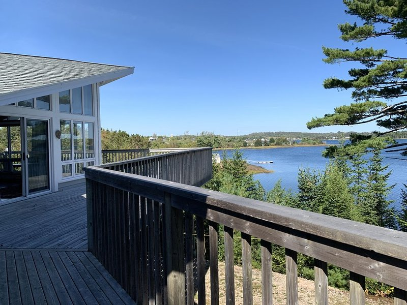 3 Bedroom Ocean Front Luxury Home, vacation rental in LaHave