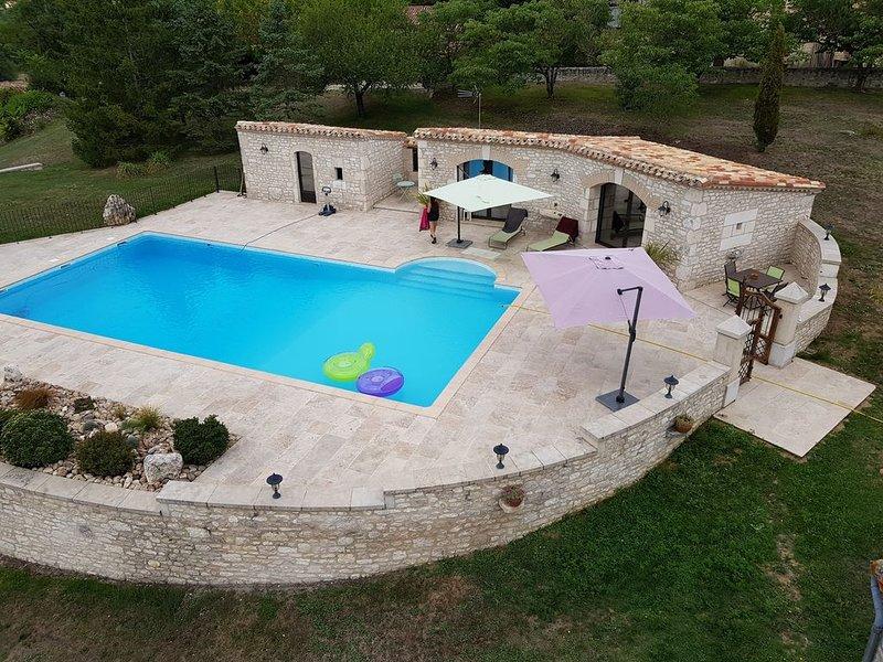 Dépendances d'une maison typique du Quercy blanc., location de vacances à Saint-Daunès