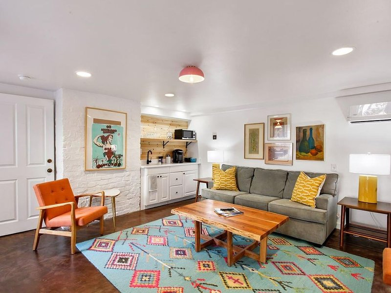 Spunky Condo - Italianate Mansion - On Forsyth Park, holiday rental in Georgetown