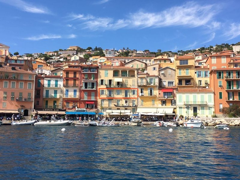 Villefranche centre, 3 bed waterfront, very large, quiet, No stairs ,, holiday rental in Villefranche-sur-Mer