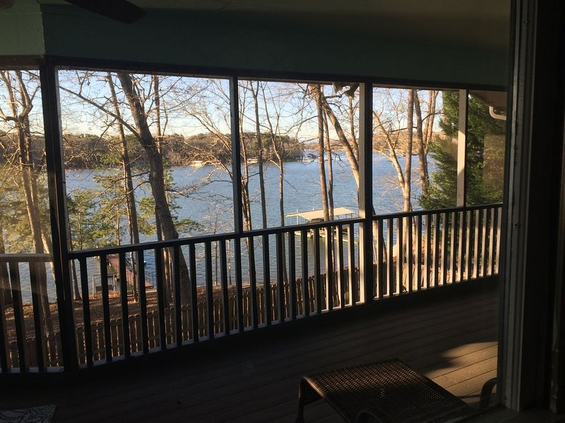 Our Happy Place II, The View! On Lake Hartwell, holiday rental in Eastanollee