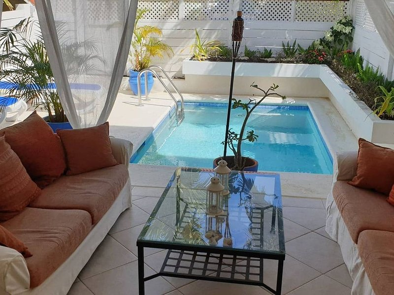 Romantic Townhouse, St. James, West Coast, best beaches, 5 mins from Holetown, holiday rental in Porters