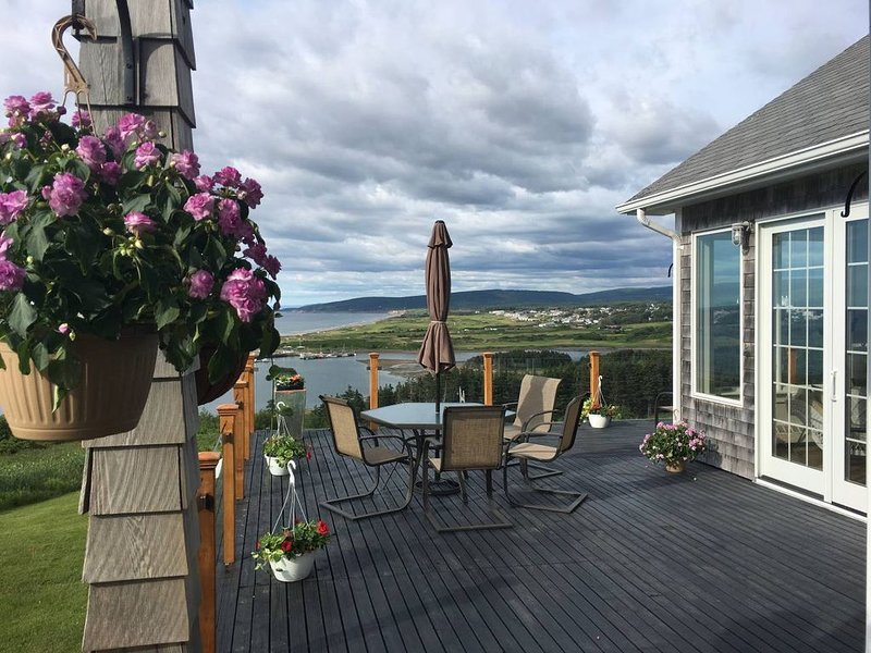 Spectacular Home Overlooking Coastline and Cabot Golf, holiday rental in Mabou