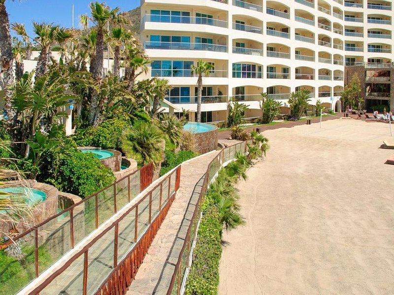 Beautiful Ocean Front Condo! Rosarito Beach- VIEWS, location de vacances à Puerto Nuevo