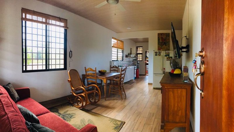 Beautiful home on a 100 acre farm perfect for day trips or a special retreat, aluguéis de temporada em Guayabo