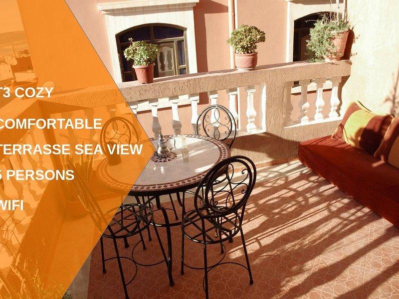 plage à 5 min, appart 60m² terrasse idéal famille/surfeur paisible village typiq, location de vacances à Tamraght