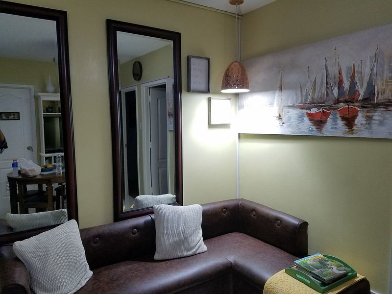 City living... home  away from home, holiday rental in Pinamungajan