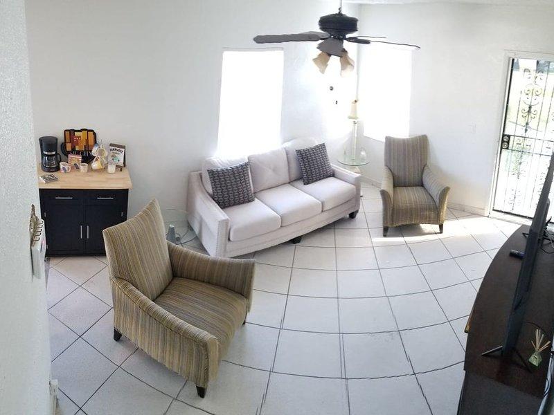 Convenient, Comfortable, Clean and Close to Everything!, location de vacances à Miami Gardens