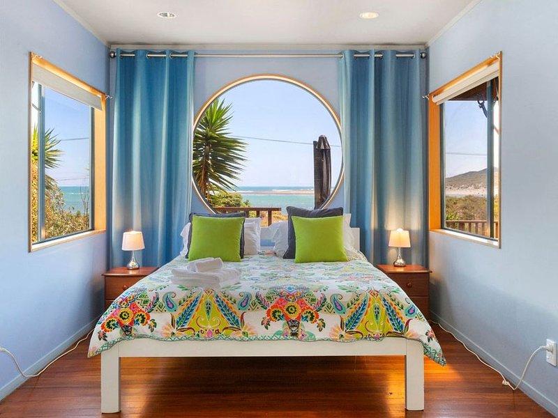 The Big Round Window - Raglan Holiday Home, casa vacanza a Raglan