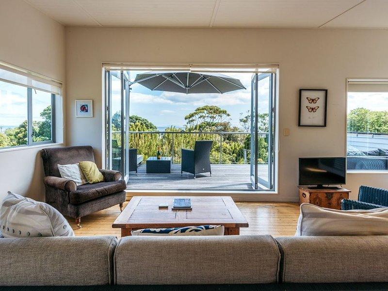 Alison's Place - Onetangi Holiday Home, holiday rental in Waiheke Island