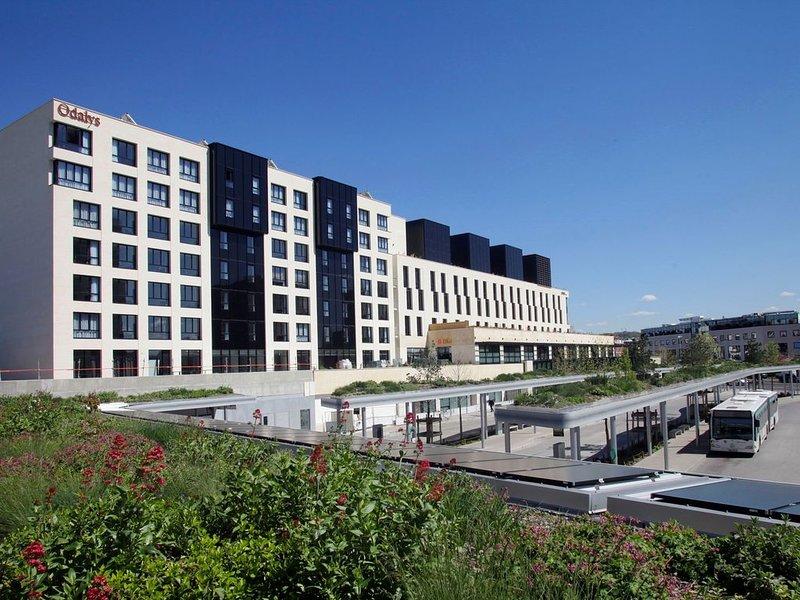Chambre Confortable et Abordable près du RER | Wi-Fi Gratuit + TV!, alquiler de vacaciones en Rueil-Malmaison