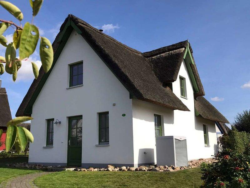 Ferienhaus ' Jolle ' Freies W-LAN, Reetdach, Infrarot-Sauna, holiday rental in Dassow