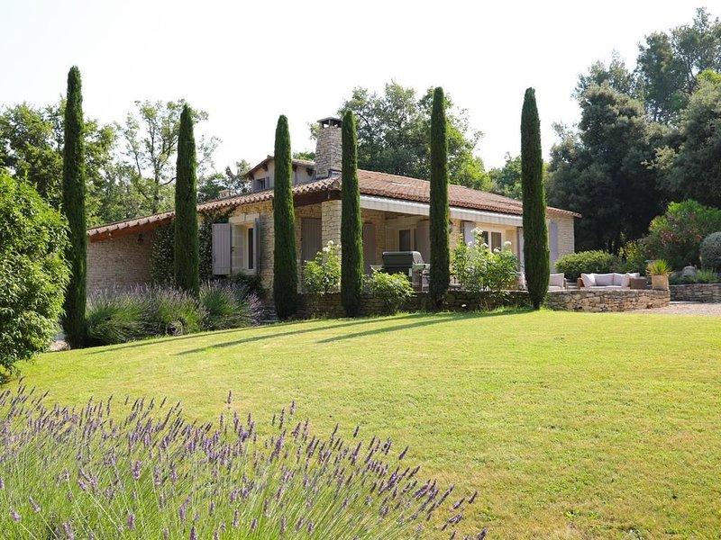Luberon,Menerbes maison de charme avec piscine privée, 3ch ,2SDB,calme,non isolé, holiday rental in Menerbes